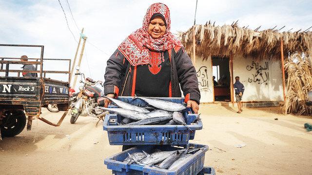 Balık pazarında kadın sesi