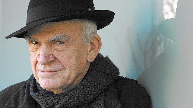 Yazar Milan Kundera'ya Çekya vatandaşlığı 40 yıl sonra geri verildi