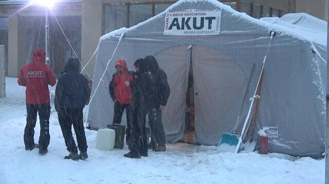 Uludağ'da kaybolan 2 arkadaşı ararken kaybolan 4 kişilik AKUT ekibine ulaşıldı