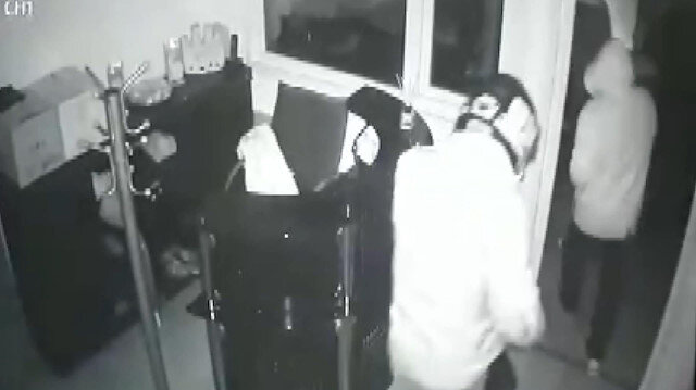 Çelik kasa hırsızlığı kamerada
