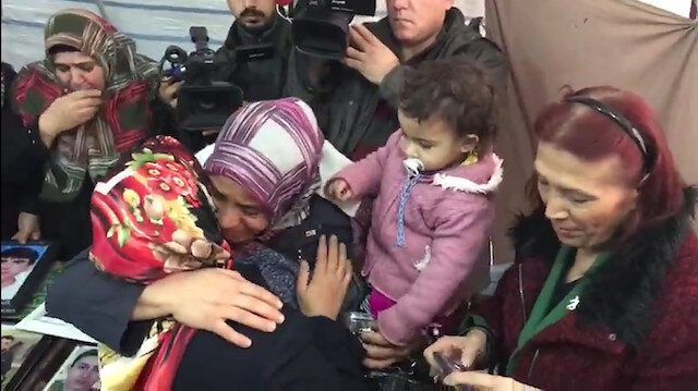 Evladının PKK'dan kaçıp teslim olmasının ardından sevinç gözyaşları döktü