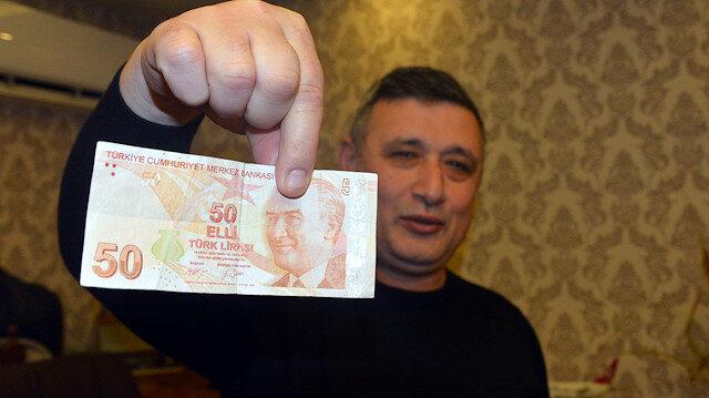Hatalı basım olduğunu iddia ettiği 50 lirayı 50 bin liraya satıyor