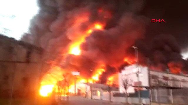 Geri dönüşüm fabrikasında dev yangın