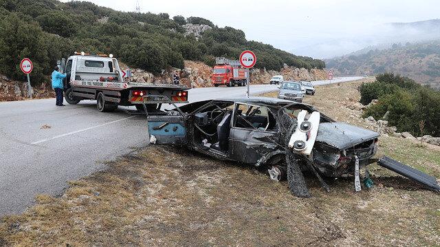 Isparta'da otomobil ile kamyonetin çarpışması sonucu baba ve oğlu hayatını kaybetti