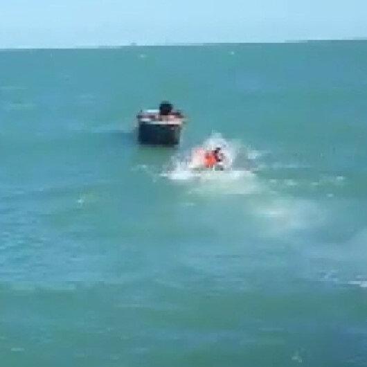 Teknesi batan balıkçıları buzdolabı kurtardı