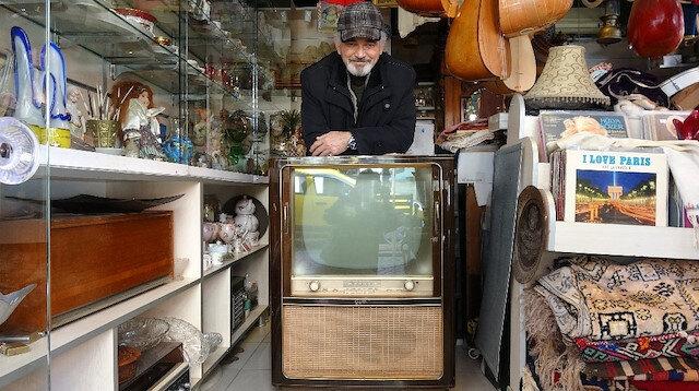 Yarım asırlık televizyonun fiyatı dudak uçuklattı: Vatandaşların ilgi odağı oldu