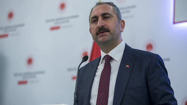 Adalet Bakanı Gül: Bizim sırtını teröriste dayayan siyasetle mücadelemiz var