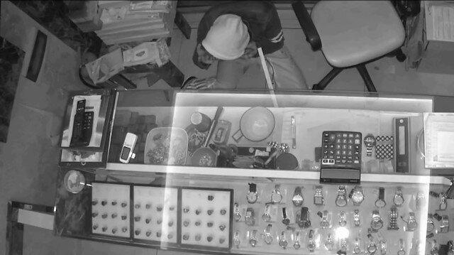 Maskeli hırsız kamerada