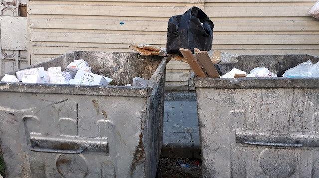 Çöp konteynırında yüzlerce kutu ilaç bulundu: Polis ekipleri şüphelileri yakalamak için çalışma başlattı