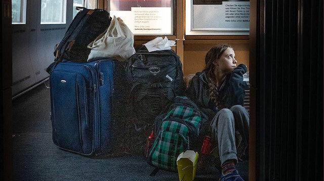 Greta'nın tren yalanı ifşa oldu: Birinci mevkide seyahat edip koridorda otururken fotoğraf paylaştı