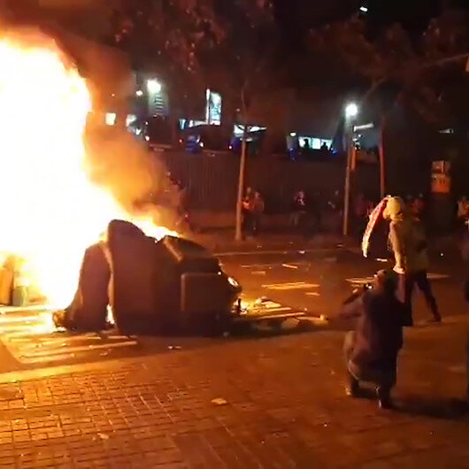 Katalan eylemciler Camp Nou etrafında İspanya bayrağı yaktı