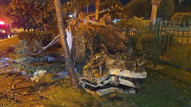 Kaza yapan araç hurdaya döndü: İçinden sağ çıktı