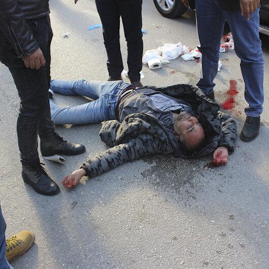 Otomobilde yanında oturan kadını ağzından bıçakladı ile ilgili görsel sonucu