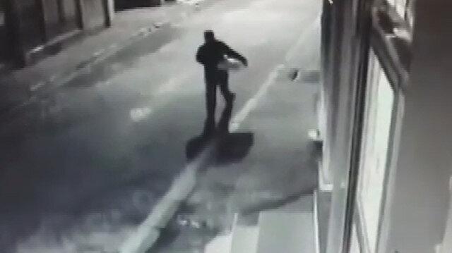 Vicdansız adamın bebeği apartman önüne bıraktığı görüntüler ortaya çıktı