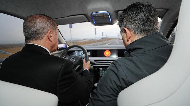 Cumhurbaşkanı Erdoğan Türkiye'nin Otomobili'ni test etti