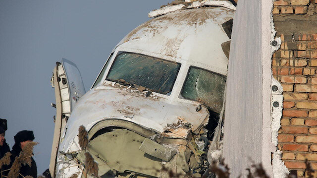 Kazakistan'da binaya çarpan uçakta 15 kişi öldü
