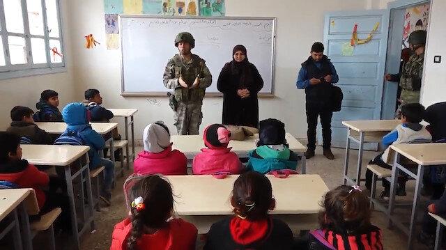 Barış Pınarı Bölgesi'ndeki çocuklar okullarına kavuşmanın mutluluğunu yaşıyor