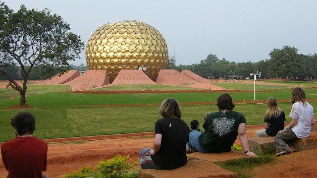 Mistik  bir  eko-köy  Auroville'e  yolculuk