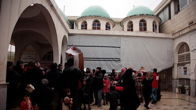 İdlib'de savaştan kaçan 49 aile camiye sığındı