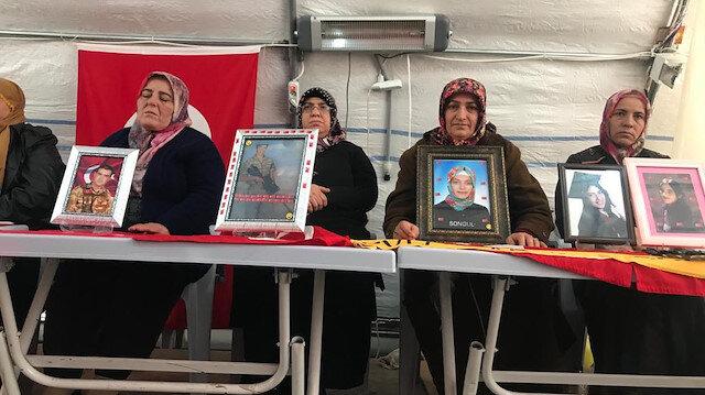Diyarbakır anneleri yeni yılın ilk gününde de evlat nöbetinde: Soğuktan ölsem de gitmiyorum