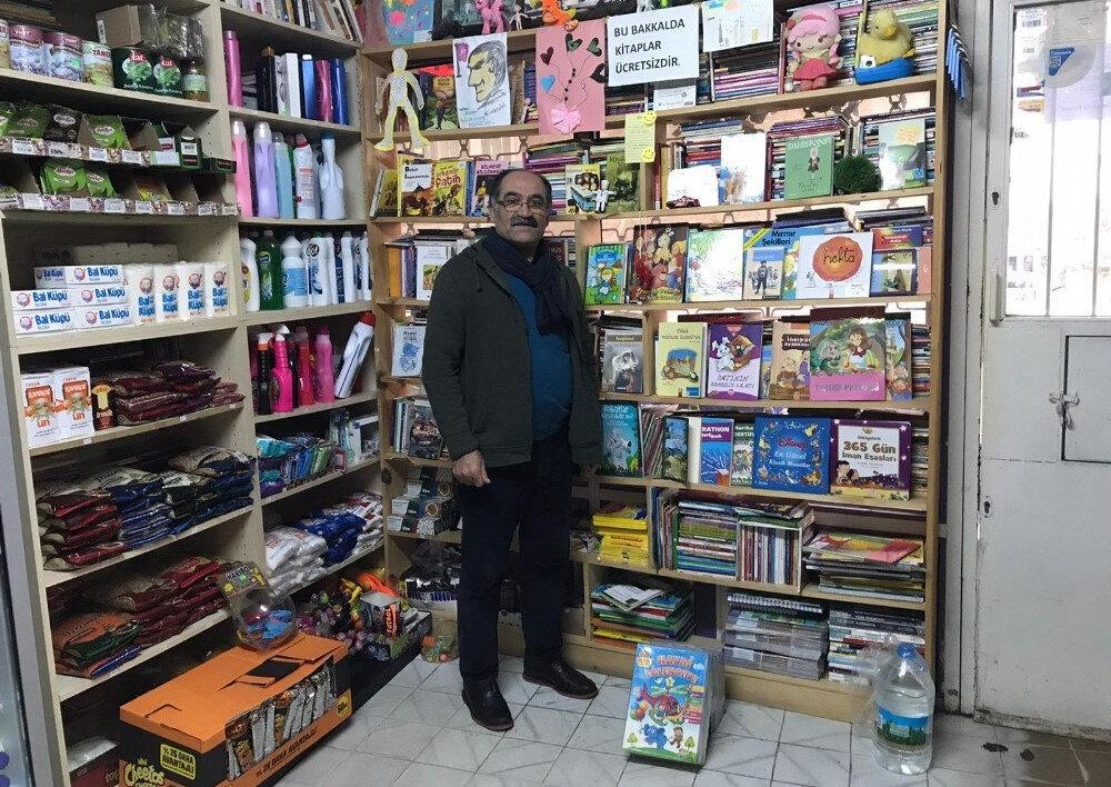 Gizemli hayırsever, kitap dostu olarak bilinen ve çocuklara sürekli kitap hediye eden Bakkal Kamber Bozan'a 15 bin adet kitap hediye etti.