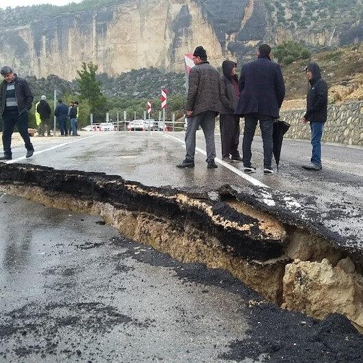 Aşırı yağışlar yolu çökertti