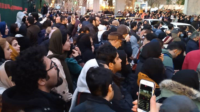 İran'dan İngiltere'ye protesto notası: İngiliz Büyükelçi Tahran'daki yasa dışı gösterilere katıldı
