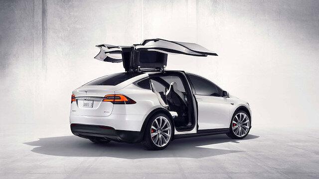 Tesla otomobiller yakında yayalarla konuşabilecek