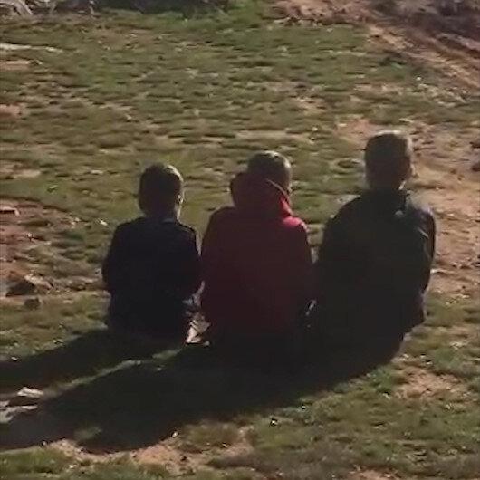 İdlibde yeryüzünü mescit yapan üç çocuk ve huşu içinde kılınan namaz...