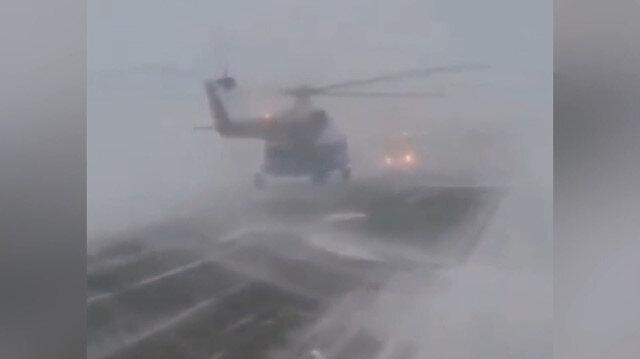 Fırtınaya yakalanan helikopter otoyola acil iniş yaptı