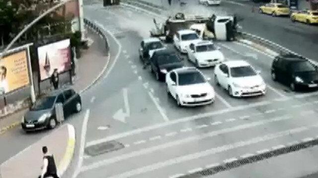 Freni patlayan vinç kırmızı ışıkta bekleyen otomobilleri biçti