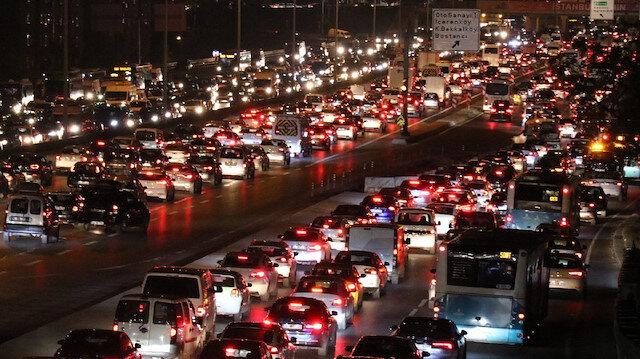 İstanbul'da trafik felç: Yoğunluk yüzde 81'e ulaştı