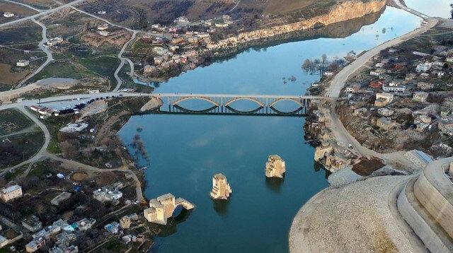 Hasankeyf sular altında kalmaya başladı: Köprünün ayakları görünmemeye başladı