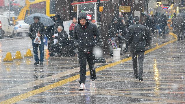 İstanbul'da perşembe günü karla karışık yağmur bekleniyor