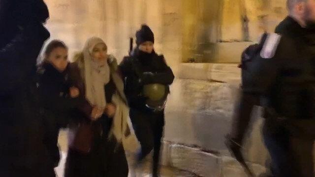 İşgalci İsrail güçleri namaz kılan Filistinlileri gözaltına aldı