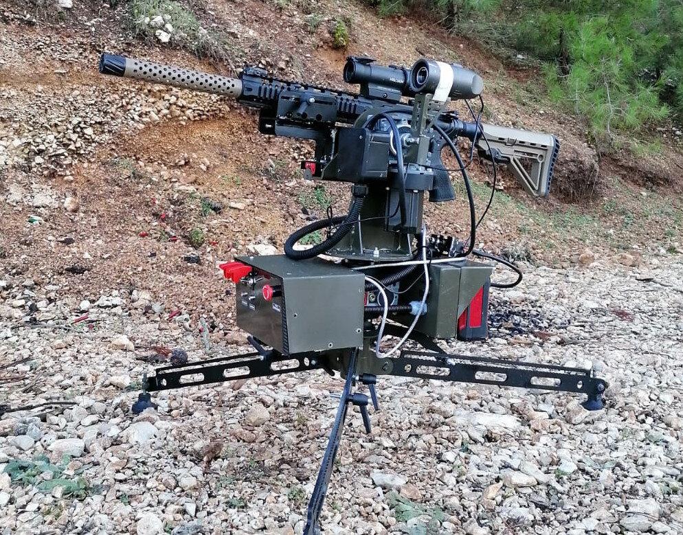 'Alperen Gözcü' adlı evrensel atış platformu, üzerine takılan farklı silahlarla, kablosuz ve uzaktan kumandayla atış yapabiliyor.