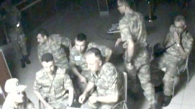 15 Temmuz'dan yeni görüntüler ortaya çıktı: Kara Kuvvetleri Komutanlığı karargahındaki darbeciler görev dağılımını böyle yapmışlar