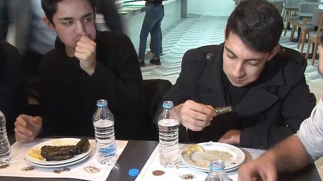 Adana'da 'sarma yeme yarışması': 1 dakikada 20 tane yedi
