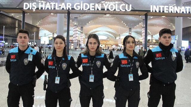 İstanbul Havalimanı'nda pasaport polisleri yeni kıyafetleri ile hizmet vermeye başladı