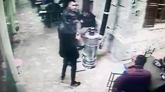 Depreme yakalanan vatandaşların panik anı güvenlik kamerasında