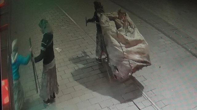 Atık kağıt toplayan hırsızlar demirleri kendi malıymış gibi götürdü