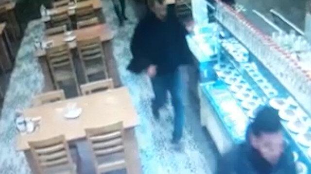 Manisa'da bir restoranın güvenlik kamerasına yansıyan deprem anları