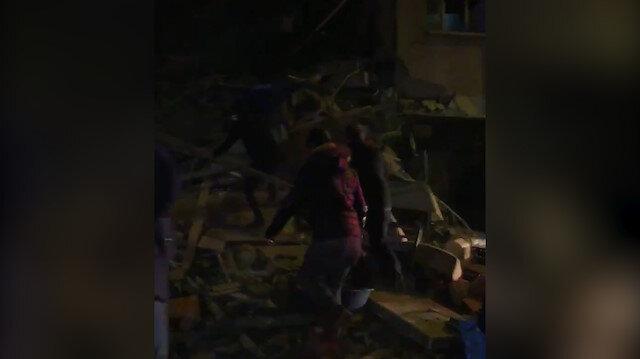 Elazığ'daki depremde yıkılan binalar vatandaşlar tarafından görüntülendi