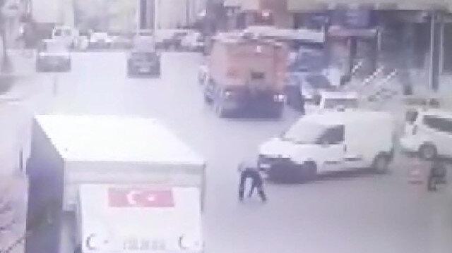 Belediye çalışanına aracın çarpma anı kamerada
