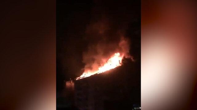 Elazığdaki depremin ardından bir binada doğalgaz kaçağı nedeniyle yangın çıktı
