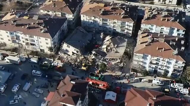 Depremin verdiği hasar gün ağarınca ortaya çıktı