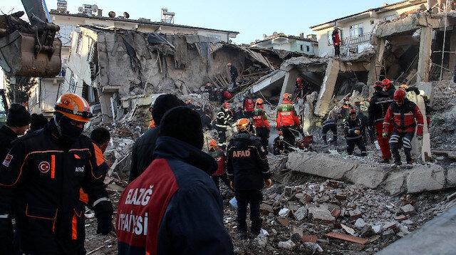 AFAD: Depremde 39 kişi hayatını kaybetti, enkazdan 45 kişi kurtarıldı