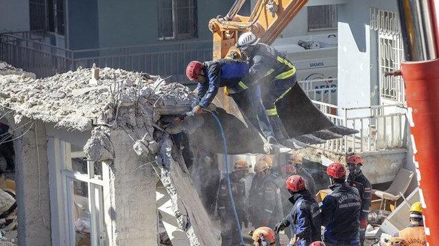 Sürsürü Mahallesi'nde yıkılan binada çalışmalar devam ediyor