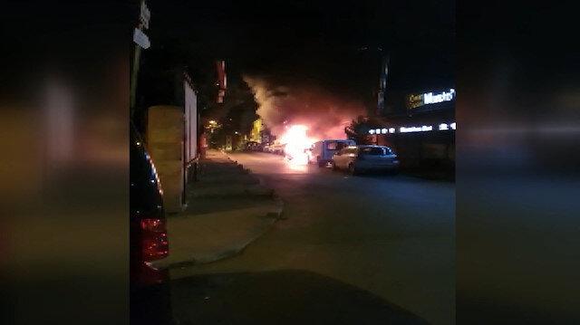 Araçların lastiklerini kesip ateşe verdiler