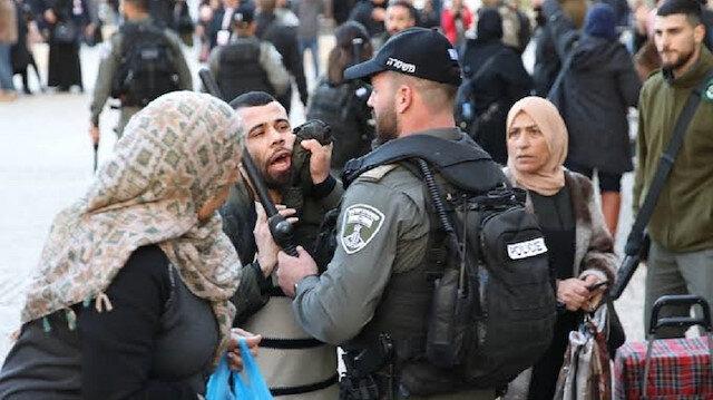 İsrail polisi Mescid-i Aksa'da cemaate saldırdı: 10 kişi yaralandı